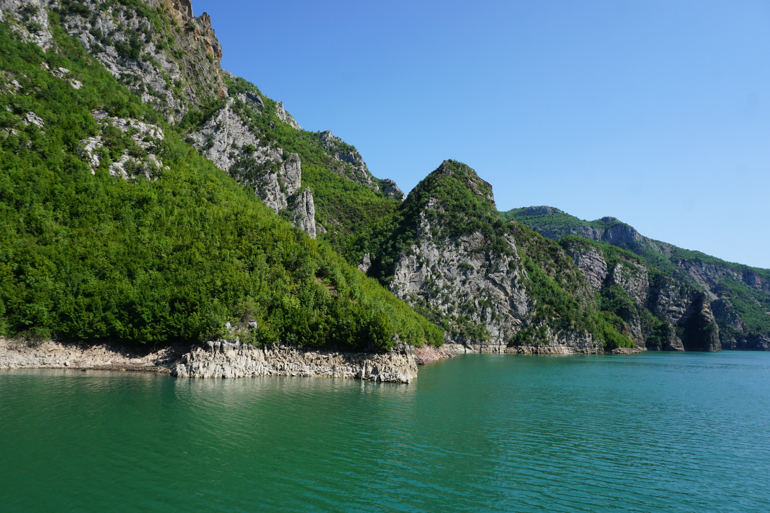 Lago Koman, primera parte de la ruta de valbona a theth