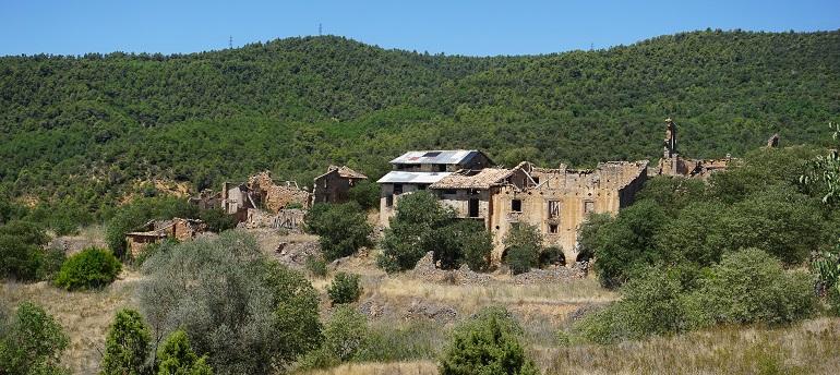 vista de las casas deshabitadas de finestres