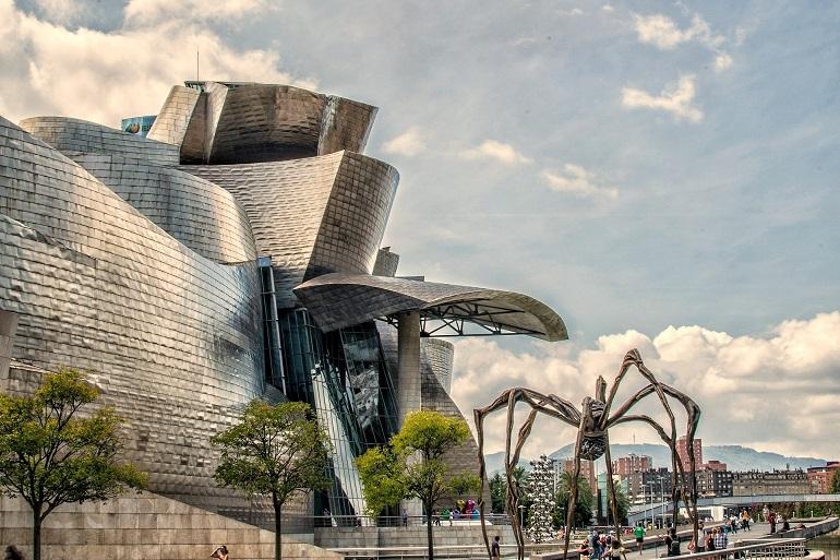 Guggenheim y la escultura de la araña