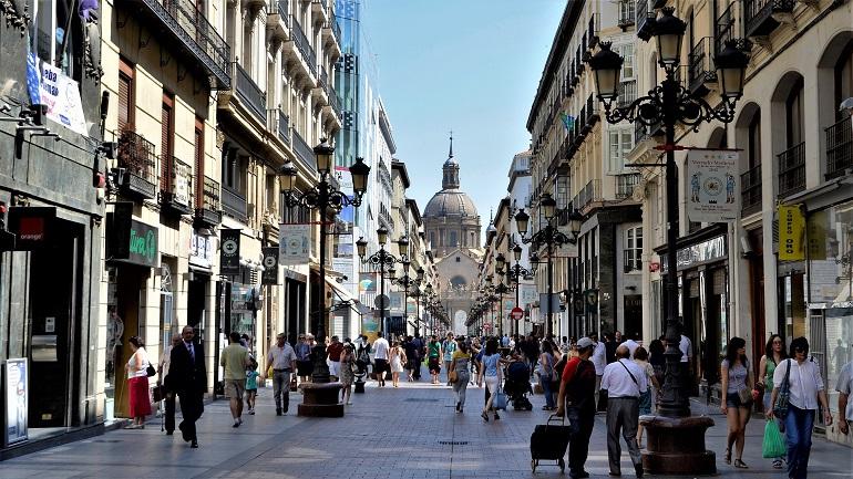 Calle de Zaragoza con gente