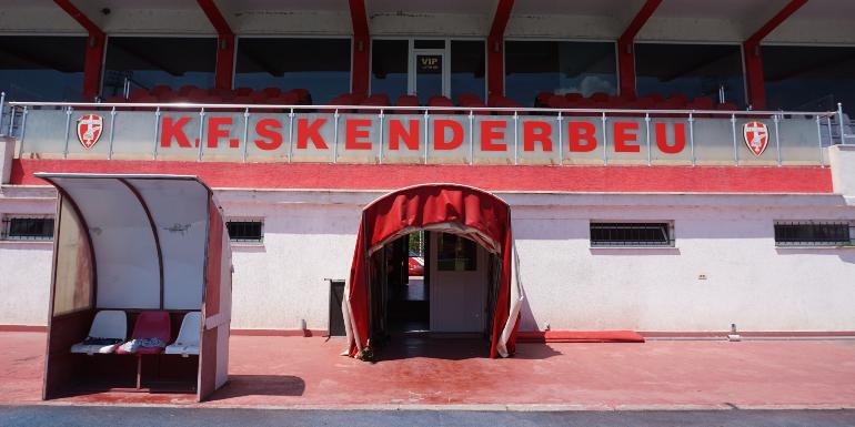 Interior del estadio del K.F. Skenderbeu