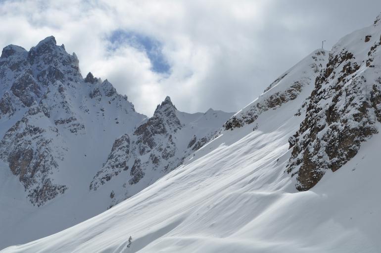 Montañas nevadas de los Alpes franceses