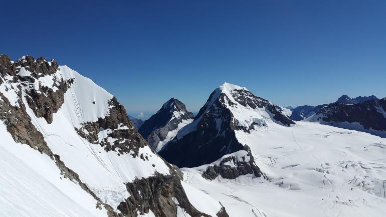Montañas nevadas de la zona de Jungfrau