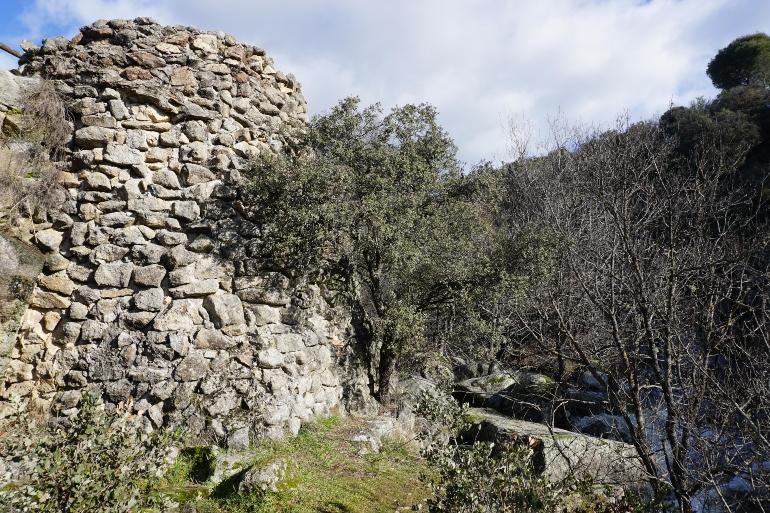 Ruinas del Molino Baltasar donde solo se ve el cubo