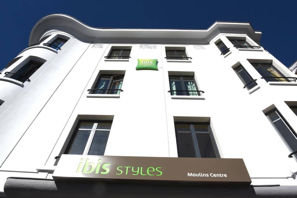 A Qui L Hotel De Paris Et L Ibis Styles De Moulins Ont Ils