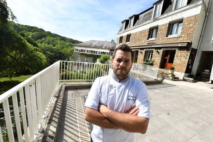 Faute de personnel le chef rend son tablier