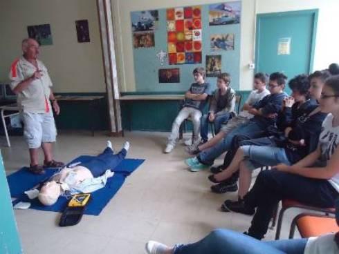 Les élèves de 3e ont pris conscience de l'intérêt des gestes qui peuvent sauver une vie. - Frasiak Jacques