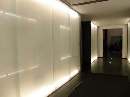 Lampe  Beleuchtung  Licht  moderne Leuchtmittel in Eingangshalle auf wwwlampede