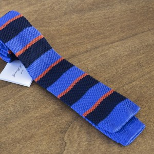 Cravatta in maglina a righe fondo azzurro/blu mod. 308