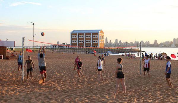 En las playas encarnacenas es posible hacer todo tipo de actividades.