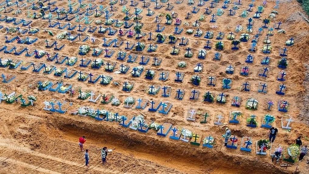 Cientos de tumbas son preparadas en muchas ciudades de Brasil. Foto: Gentileza.