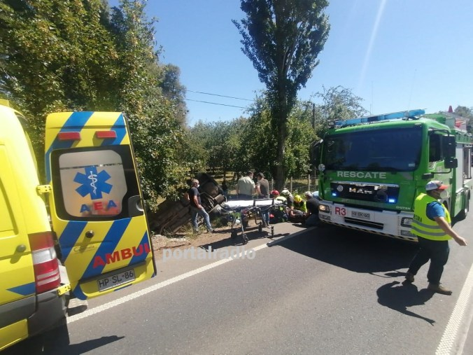 Accidente movilizó a unidades de emergencia hasta el km 10 Ruta CH-203, Lanco-Malalhue