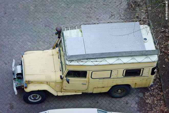 Lots of Space on the Land Cruiser's Roof Rack (©photocoen)