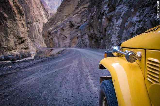 driving the little mountain roads [©photocoen]