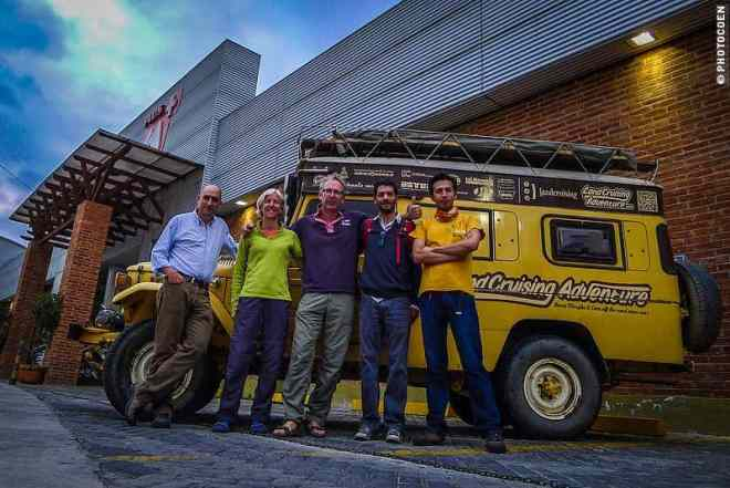 in front of the Tatto Adventure Store in Quito [©photocoen]
