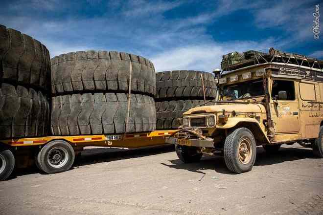 Big ass tires somewhere in Chile [©photocoen]