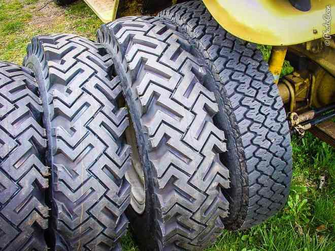 Chinese Agressive tires [©photocoen]