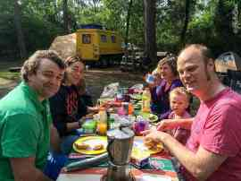 Breakfast: Teun and Anneloes (www.activerdrive.nl) with Lizzy (England) and Roel with kids who did an overland journey a couple of years ago.