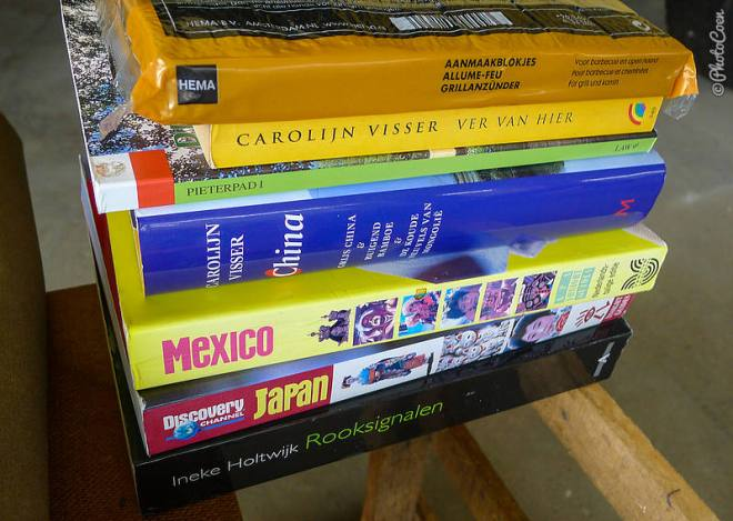 Travelbooks and guides [©photocoen]