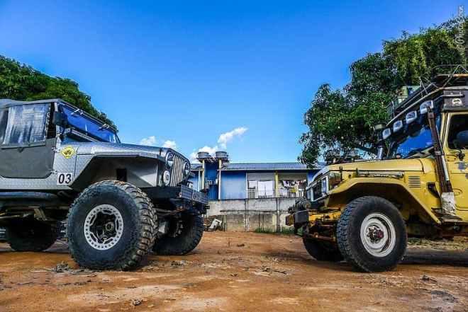 Elmer Jeep's Crocodillo and the Land Cruiser [©photocoen]