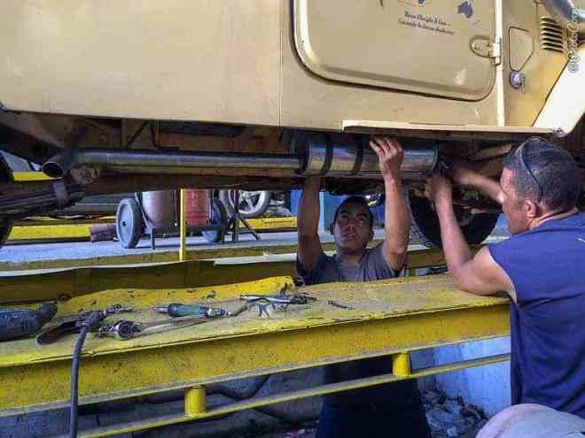 Rebuilding the Exhaust (©photocoen)
