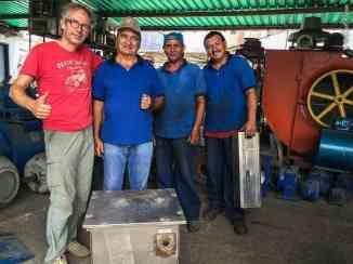 Buying second hand, stainless steel water tanks in Barquisimeto (©photocoen)