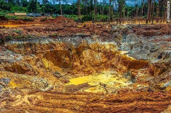 Gold mining in Guyana (©photocoen)