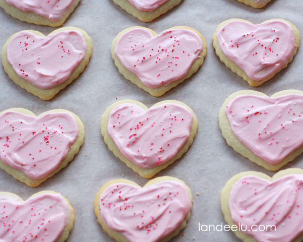 The Best Sugar Cookies Recipe | landeelu.com