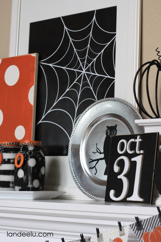 You have to come and see all of the fun DIY elements that went into this one!  Halloween Mantel Decor and Free Printable | Landeelu
