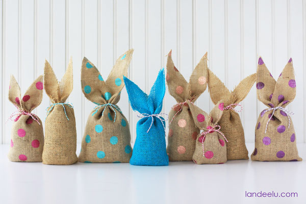Easy Burlap Bunnies--polka dot