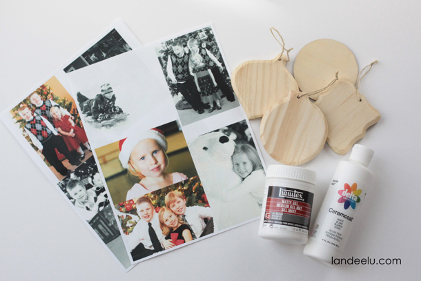 Photo Transfer Christmas Ornaments | landeelu.com Love this idea to display holiday memories on the Christmas tree!