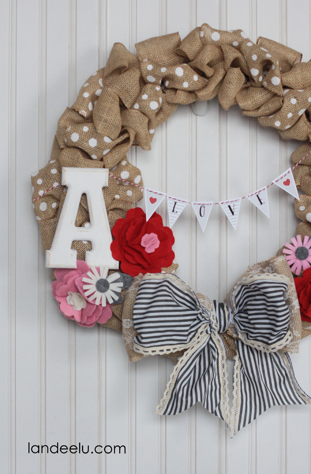 Valentine's Day Wreath Idea and free printable mini bunting! | landeelu.com