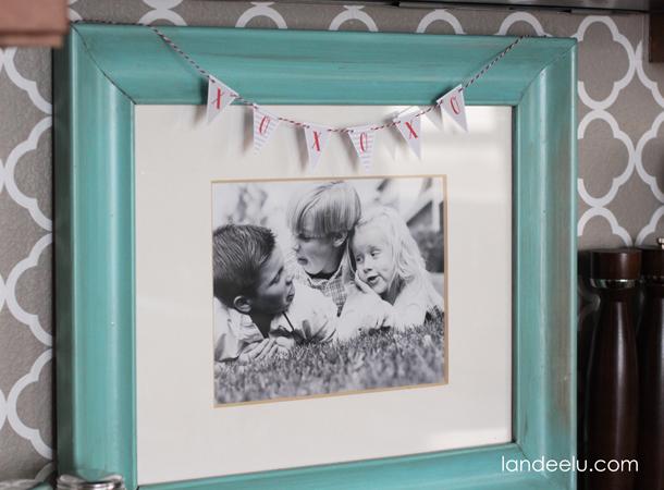Valentine's Day free printable mini bunting to hang anywhere! | landeelu.com