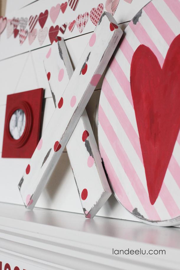 Valentine's Day Mantel: Hugs & Kisses | landeelu.com Love the DIY chippy XOs and heart garland!