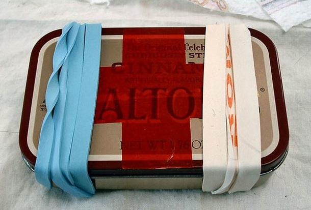 20 Diy First Aid Kits Landeelu Com