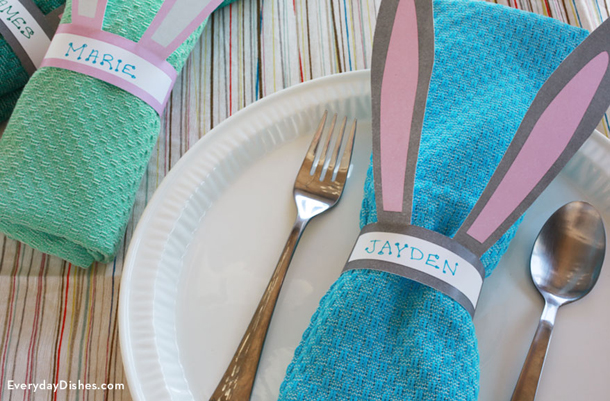 Easter Table Printables and Ideas | landeelu.com Quick and easy ways to dress up your Easter dinner or brunch table!