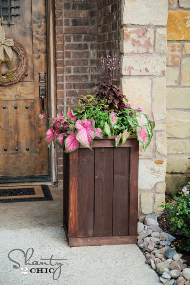 Cedar-Planter-Box by Shanty Chic roundup landeelu dot com