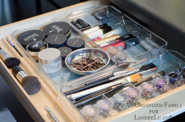 A Pretty Organized Makeup Drawer