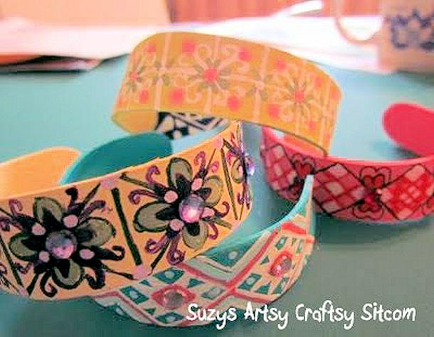 Popsicle Stick Bracelets via Suzys Artsy Craftsy Sitcom
