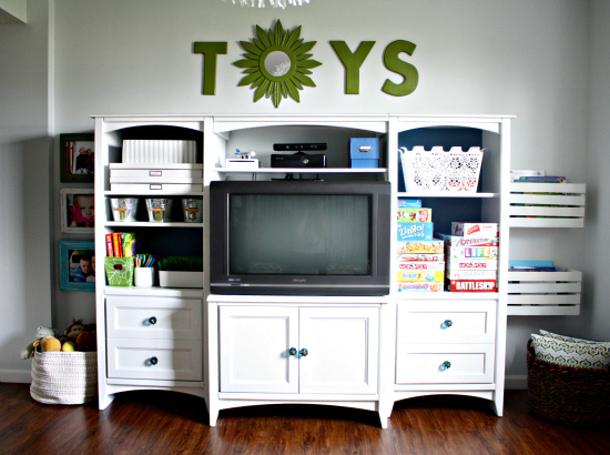 PlayroomCrateBookShelf via i heart organizing