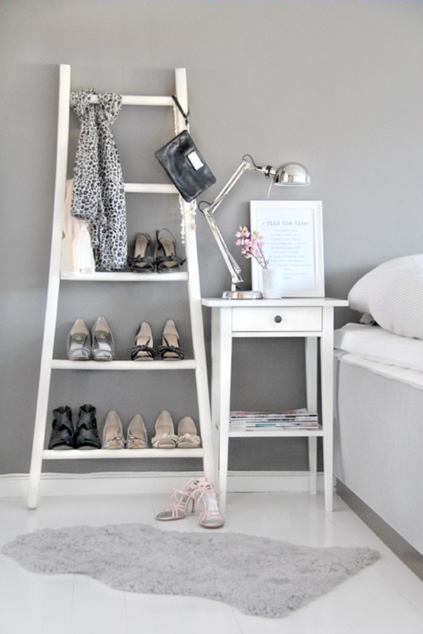 how-to-use-an-old-ladder-as-a-cloth-hanger via shelterness