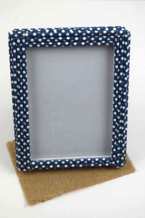 76-.-Homemade-Decorative-Straw-Frame