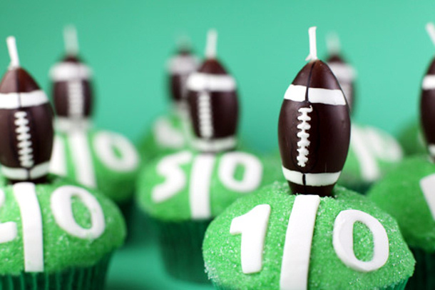 Football Field Cupcakes via Bakerella