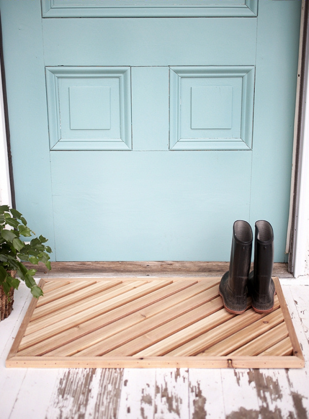 https://i0.wp.com/www.landeeseelandeedo.com/wp-content/uploads/2016/02/Wooden-Slats-Doormat-DIY-the-merry-thought.jpg?resize=610%2C826&ssl=1