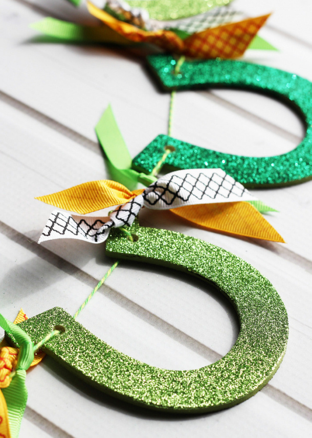 glittered-horseshoe-garland Positively Splendid