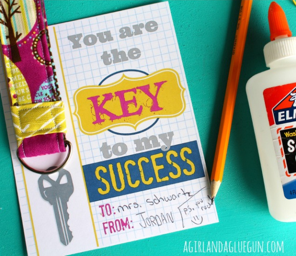 """DIY Ideas - DIY Fabric Keychain Tutorial and FREE Printable """"You are the KEY to my SUCCESS"""" 
