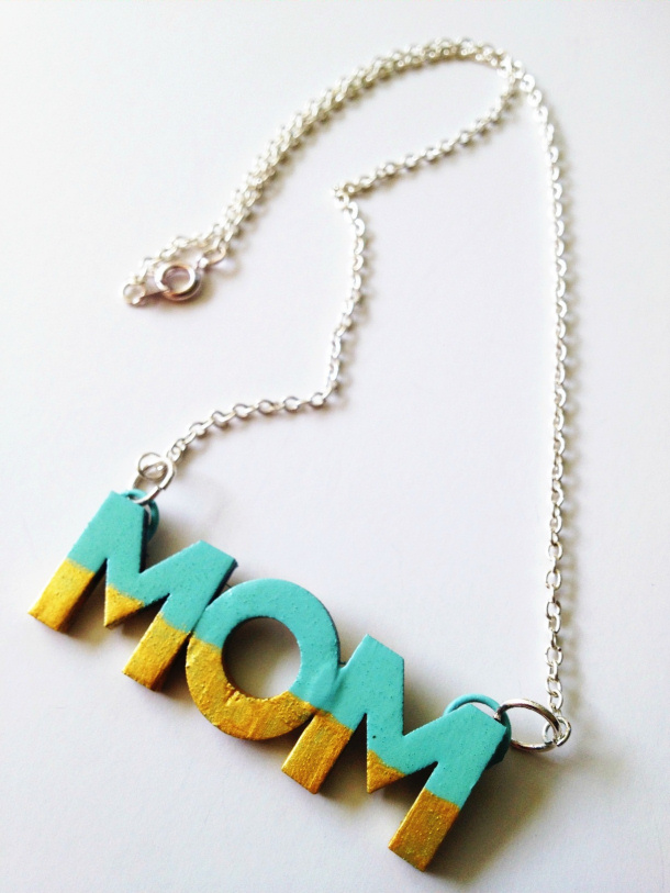 DIY gift ideas for Mothers Day - DIY Project MOM necklace tutorial via paper and fox