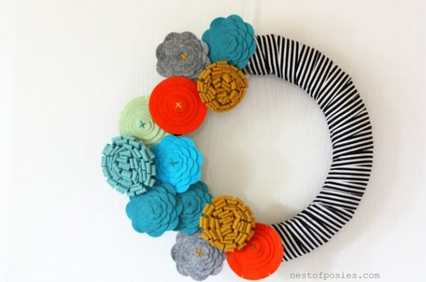 DIY projects ideas - Fall Wreaths - FASHION FORWARD FALL FELT FLOWER WREATH AKA FFFFFW via Nest of Posies