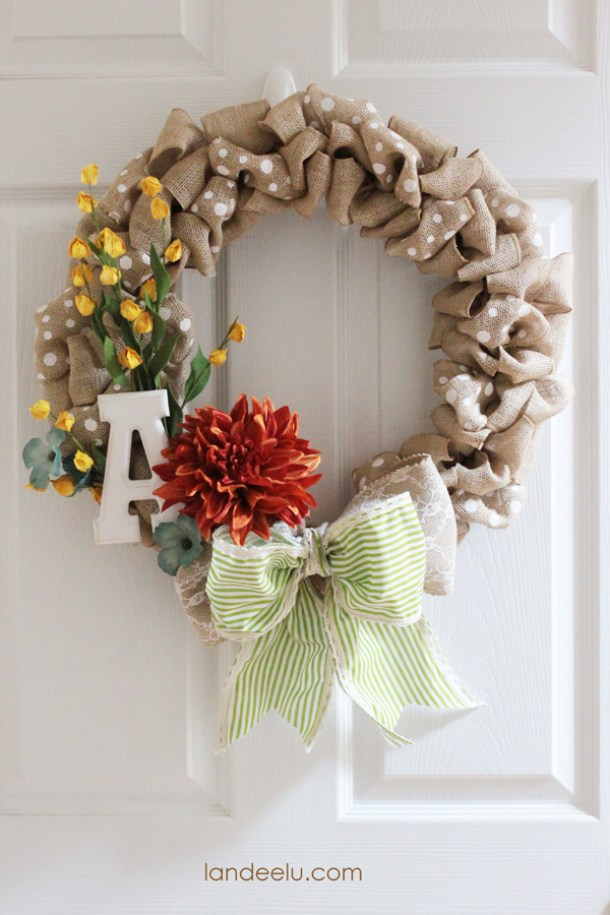 DIY projects ideas - Fall Wreaths - Quick and Fun Fall Burlap Polka Dot Wreath DIY Tutorial via Landeelu