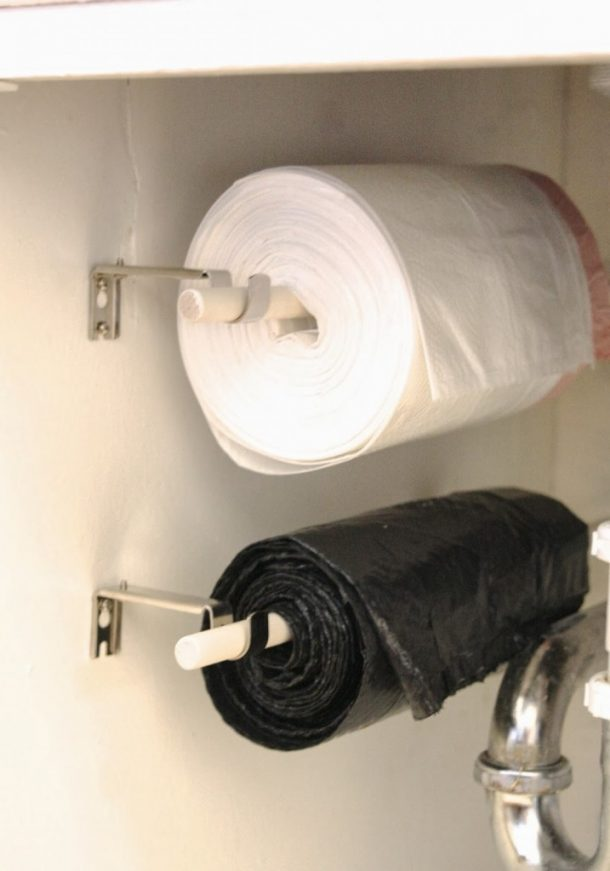 """""""For just a few bucks and about an hour of time (that includes paint dry time) you have organized trash bags on a roll!"""" DIY Tutorial 